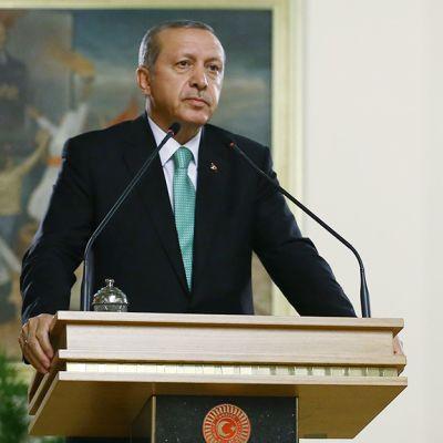 Turkin presidentti Recep Tayyip Erdoğan puhuu maan parlamentissa.