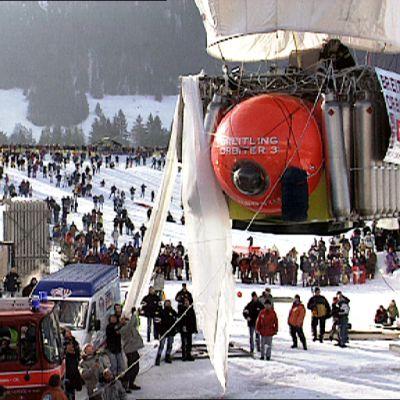 Orbiter -kuumailmapallo lähdön hetkellä Chateau d´Eauxin alppikylässä.