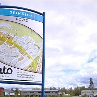 Roveksen kyltti teollisuusalueella Seinäjoella.