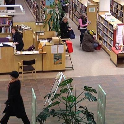 Hämeenlinnan kirjasto sisältä
