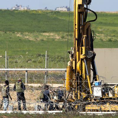 Israel on kehittänyt tekniikoita tunnelien etsimiseen ja tuhoamiseen. Porauskoneita Nir Amissa Gazan rajalla.