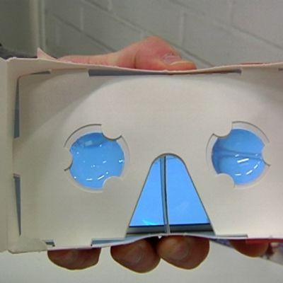 Lakritsipakkauksesta tehdyt 3D-lasit.