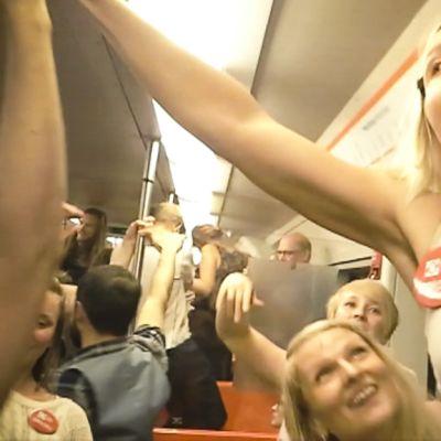 Helsingin metrossa nähtiin torstaina tanssivia matkustajia.