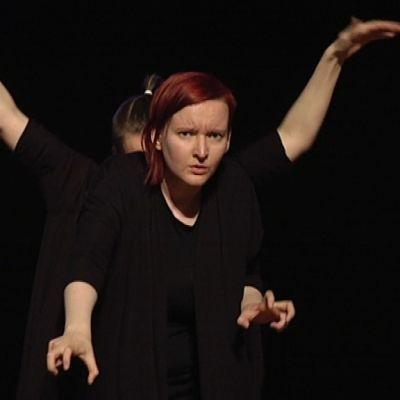 Sibeliuksen musiikkia viittomakielellä tulkitsivat Heidi ja Heli Välikangas
