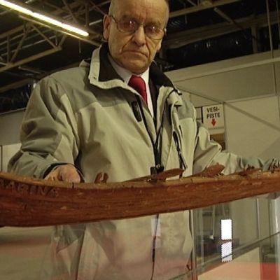 Raimo Mutanen on rakentanut kenties maailman suurimman kaarnaveneen.
