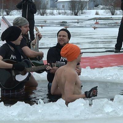Ancara-yhtye soitti keskiviikkona avannossa Oulussa.