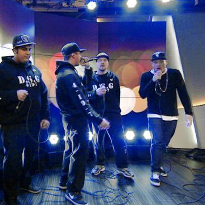 D.S.G  esiintyy Aamu-tv:n studiossa.