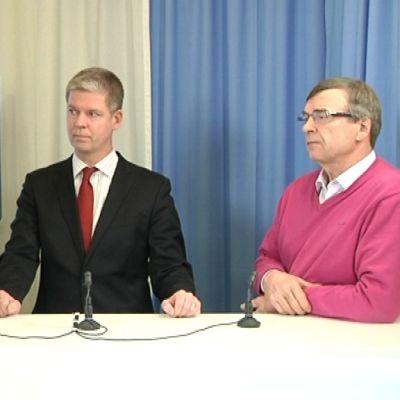 Antti Laakso haastattelee Sampsa Katajaa (kok.) ja Timo Kallia (kesk.).