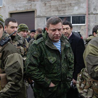 Sotilaita ja Aleksander Zahartsenko.