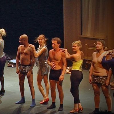 Housut pois; Oulun kaupunginteatteri; Aki Louhela