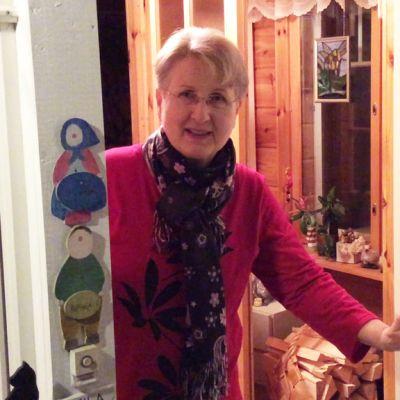 Eeva Pajari on mukana Marttayhdistyksen toiminnassa Kouvolassa Karhulankylässä
