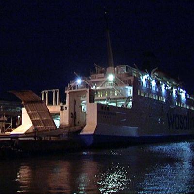 Laiva satamassa valmistautumassa lähtöön kohti Uumajaa.