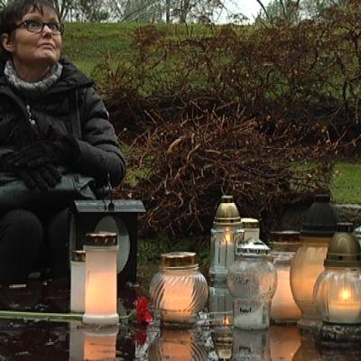 Nina Merikanto Turun haustausmaalla.