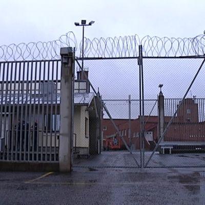 Jokelan vankilan portti.