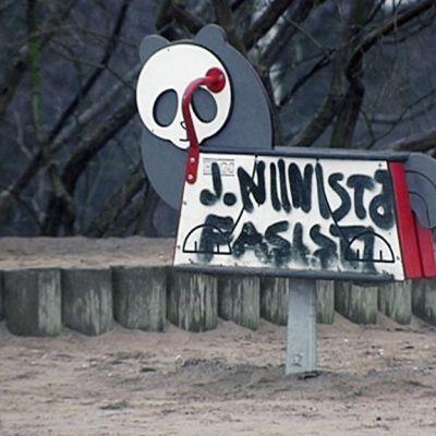 Töhritty leikkipuiston väline Tähtitorninmäellä.