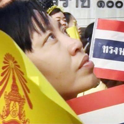 Mielenosoittaja Thaimaassa.