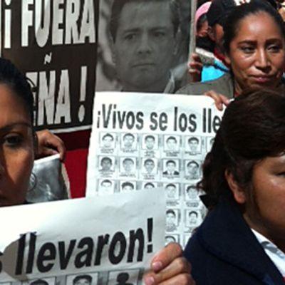 Pääkaupungissa Mexicossa mielenosoittajat vaativat presidentin eroa.
