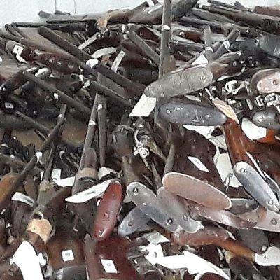 Sisä-Suomen poliisille luovutettiin satoja aseita armovuosikeräyksessä.