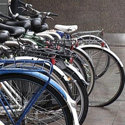 Pyöriä jonosso pyöräparkissa