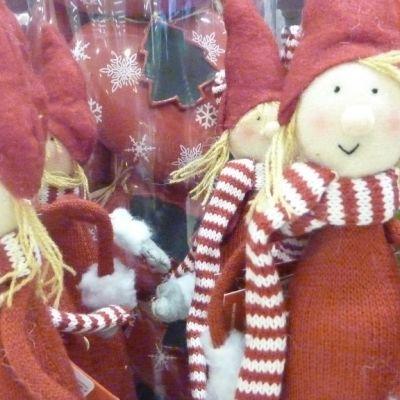 Joulutontut ovat saapuneet jo tavarataloihin.