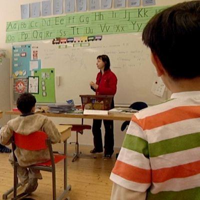 Oppilaat tunnilla korvenkylän koulussa.