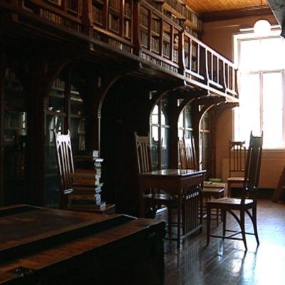 Jyväskylän Lyseon kirjasto.