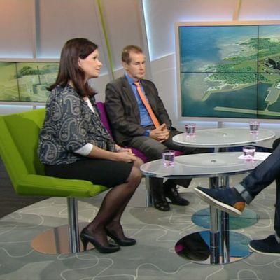 Vasemmalta oikealle: Outi Mäkelä, Jouni Backman ja Kaj Turunen Ylen aamu-tv:ssä 16. syyskuuta 2014
