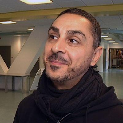 TV-persoona Arman Alizad luennoi perjantaina Kymenlaakson ammattikorkeakoulussa Kotkassa