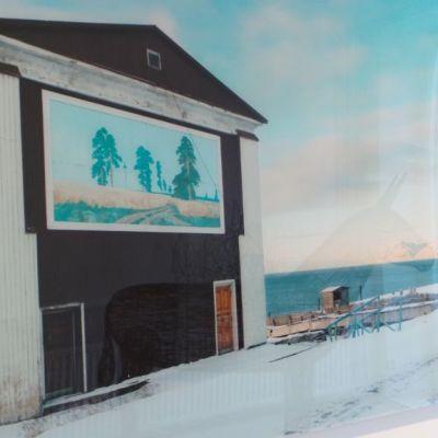 Valokuva Kaisu Koiviston näyttelyssä maiseman kaipuu