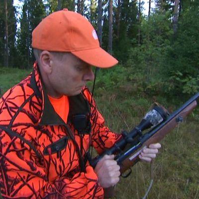 Karhunmetsästys metsästäjä Lappeenranta ase passipaikka