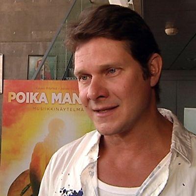 Oulun kaupunginteatterin taiteellinen johtaja Kari-Pekka Toivonen