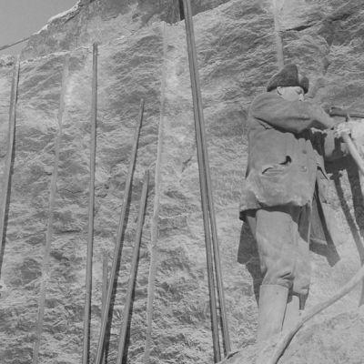 Kuva puolustuslinjan rakentamisesta 1940-luvulla.