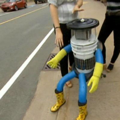 robotti jalkakäytävällä