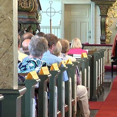 Sopraano Pia Freund ja Tuija Hakkila, piano, esiintyivät Lohtajan kirkossa keskiviikkona.