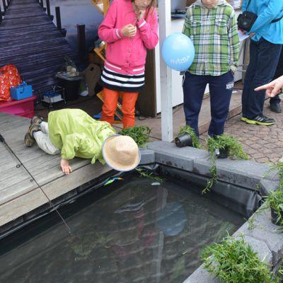 Kuhmon kaupungin piste houkuttelee lapsiperheitä perheen pienimmille rakennetun leikkimielisen kalastusaltaan ansiosta.
