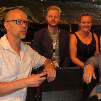 Ohjaaja Kari Heiskanen, lavastaja Anttti Mattila, laulaja Reetta Haavisto, tuotantopäällikkö Jukka Pohjolainen ja taiteellinen johtaja Jorma Silvasti Olavinlinnan oopperakatsomossa.