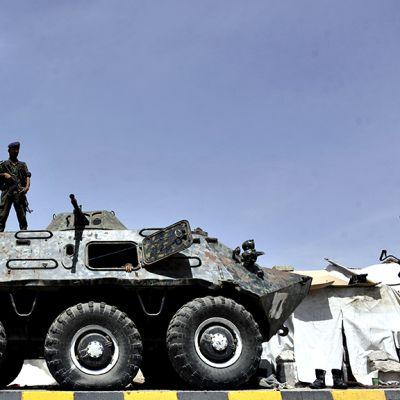 Jemeniläinen sotilas vartioi Sanaassa.