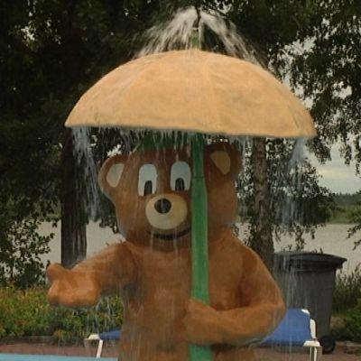 Puuha-Nalle suihkussa