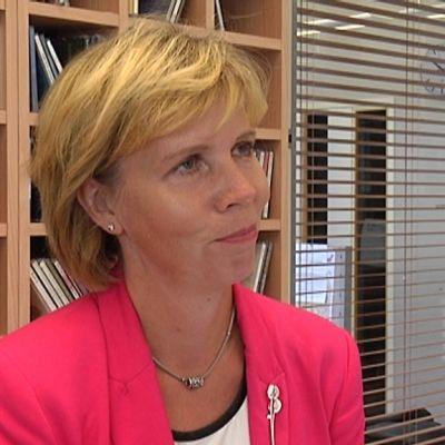 Oikeusministeri Anna-Maja Henriksson