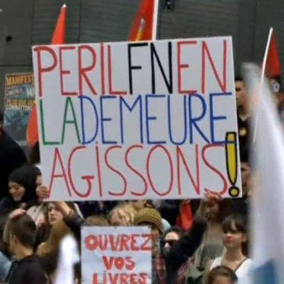 Mielenosoittajia Pariisin kaduilla.