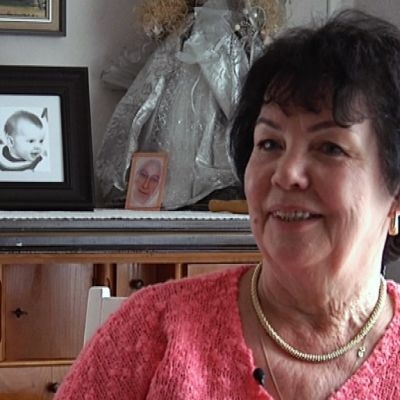 Laila Lindroos palkitaan tekemästään kasvatustyöstä Valkoisen Ruusun Ritarikunnan Ι luokan mitalilla