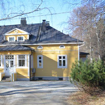 Ensilän kartanon päärakennus Kajaanissa.