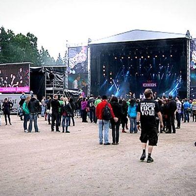 Yleisöä Provinssirockissa 2013.