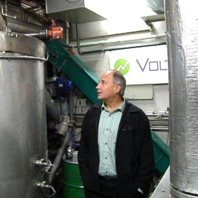 Elektrobitin perustajana tunnettu Juha Hulkko edistää nyt puhtaan lähienergian pientuotantoa.