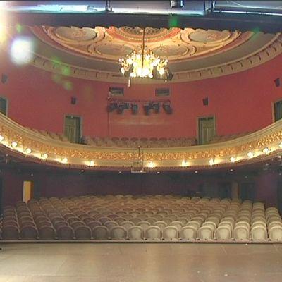 Porin Teatterin päänäyttämön katsomossa on istumapaikkoja kaikkiaan 313.