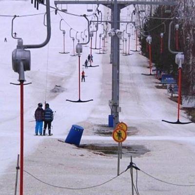 Seinäjoen Joupiskalla ei ollut montaa laskettelijaa mäessä hiihtolomaviikon torstaina 27.2.
