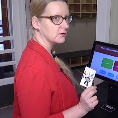 Itsepalvelukirjaston lainausautomaatti.