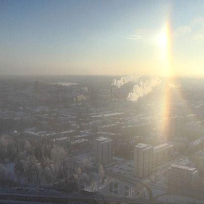 Haloilmiö Tampereen keskustan yllä.