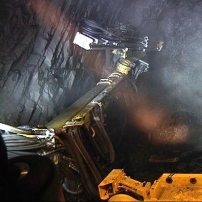 Kylylahden kaivoksessa porataan ja louhitaan.