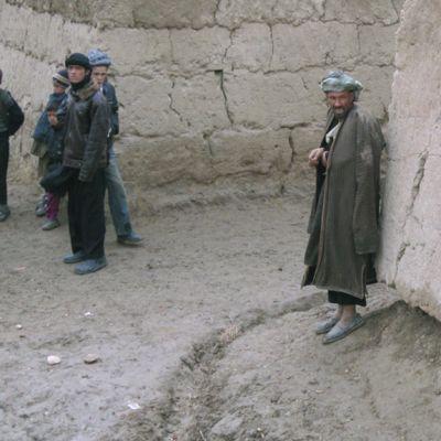 Suomalaiset rauhanturvajoukot Afganistan kylänmies